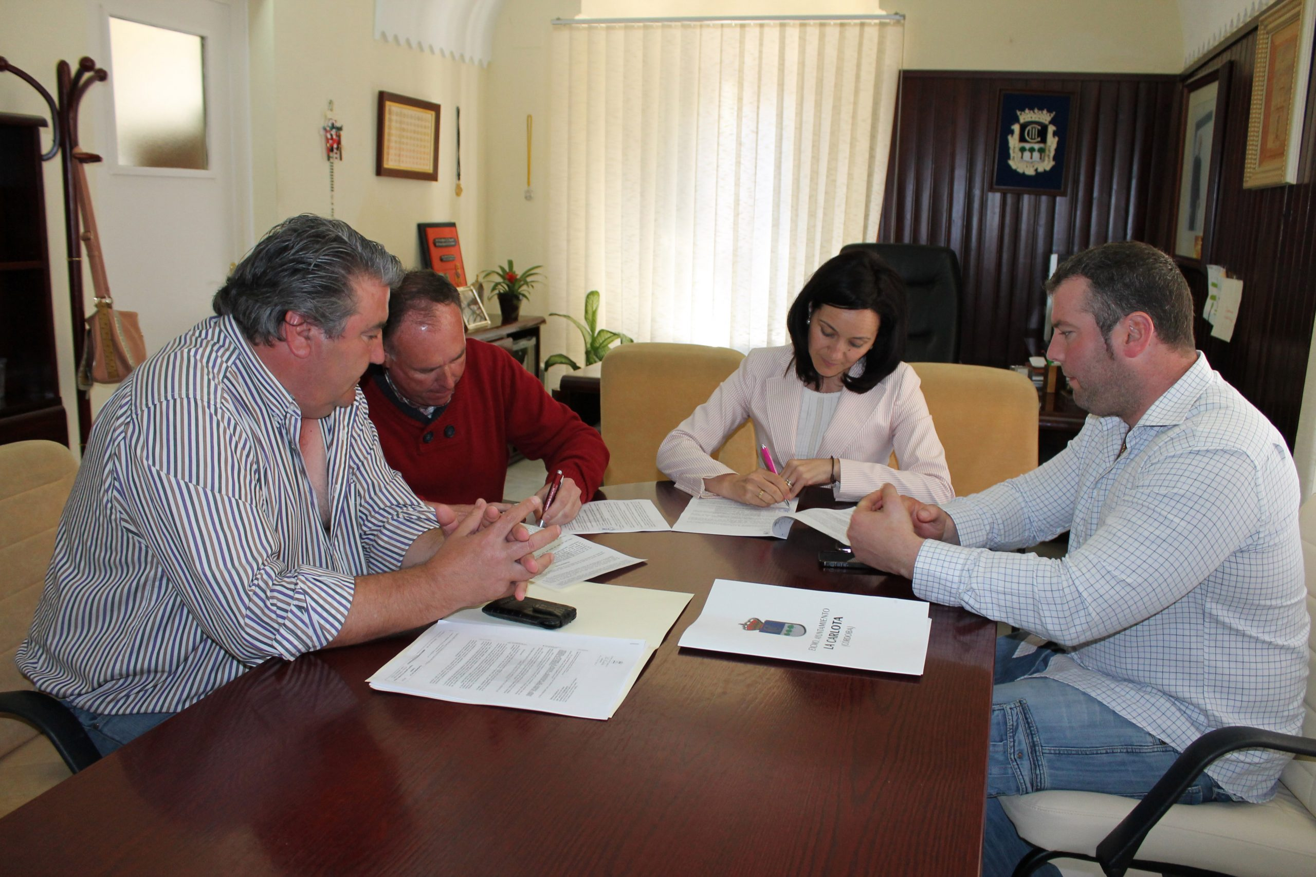 El Ayuntamiento suscribe con la cooperativa JAFOCOR dos convenios para el refuerzo de la limpieza viaria municipal 1