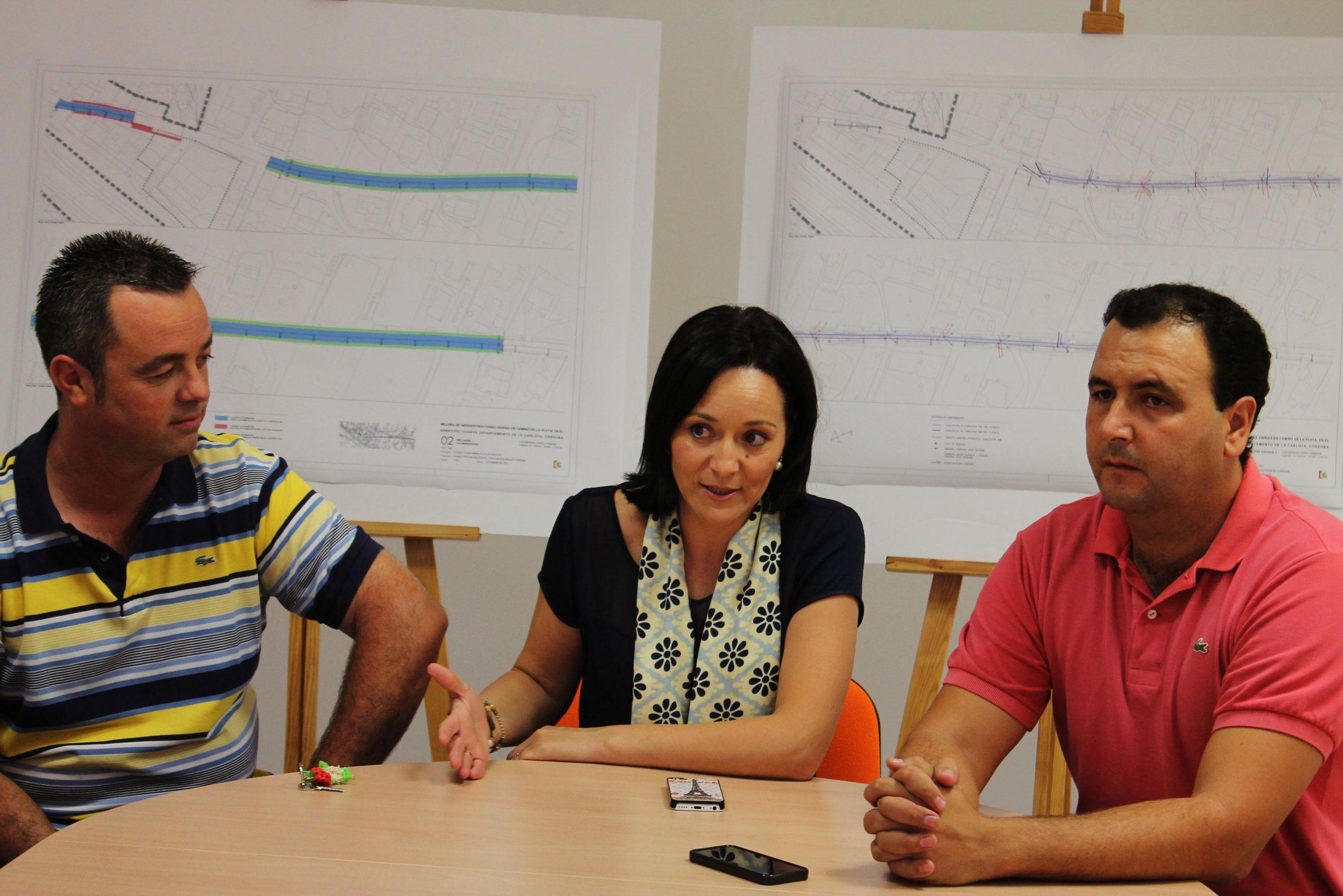 La alcaldesa explica la mejora del Camino de la Plata de El Arrecife a sus vecinos y vecinas 1