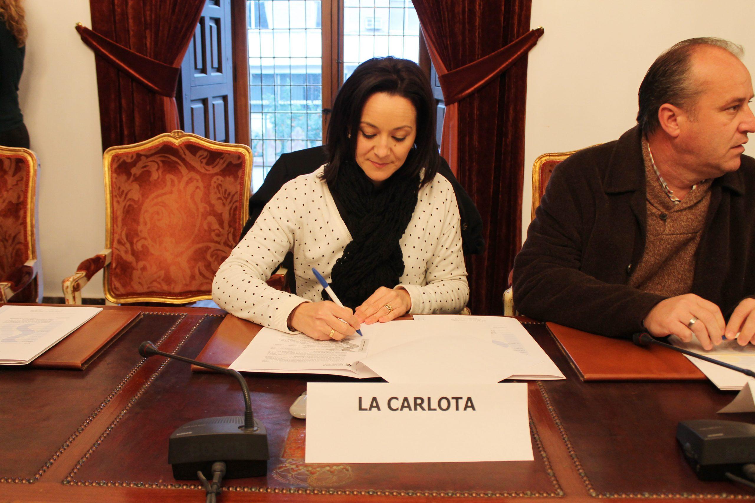 El Ayuntamiento de La Carlota firma la addenda al convenio de la Ayuda a Domicilio para 2015 suscrito con el IPBS 1