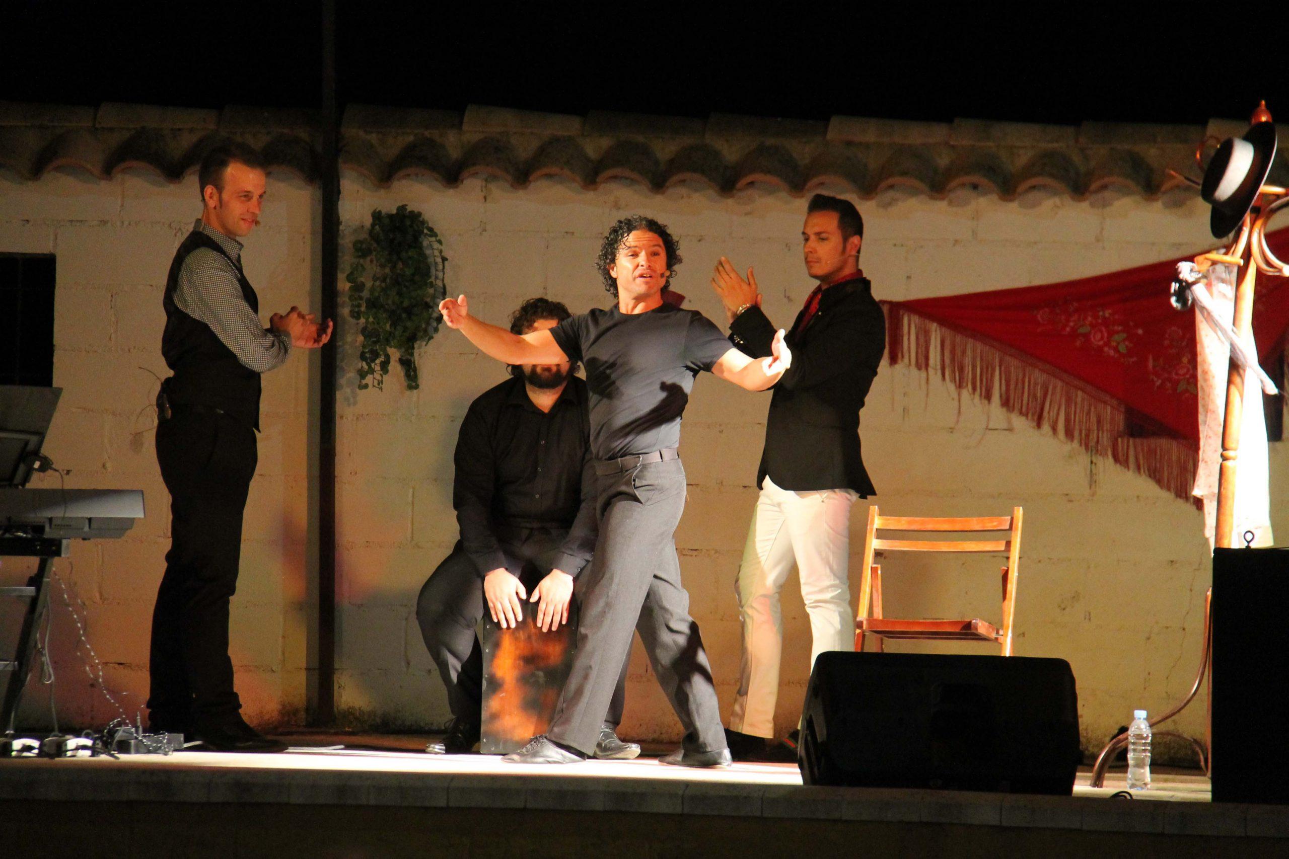 La 'Noche Flamenca con Duende' y la 'Shopping night' abarrotan La Carlota 1