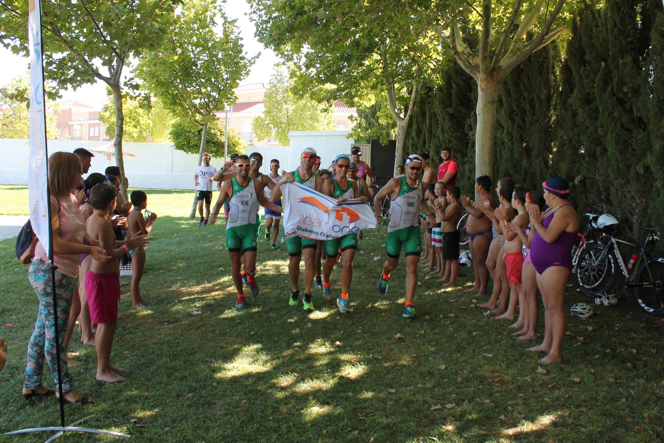 La Carlota recibe al equipo de la Diabetes Triatlón Challenge Tour Andalucía en su quinta etapa  1