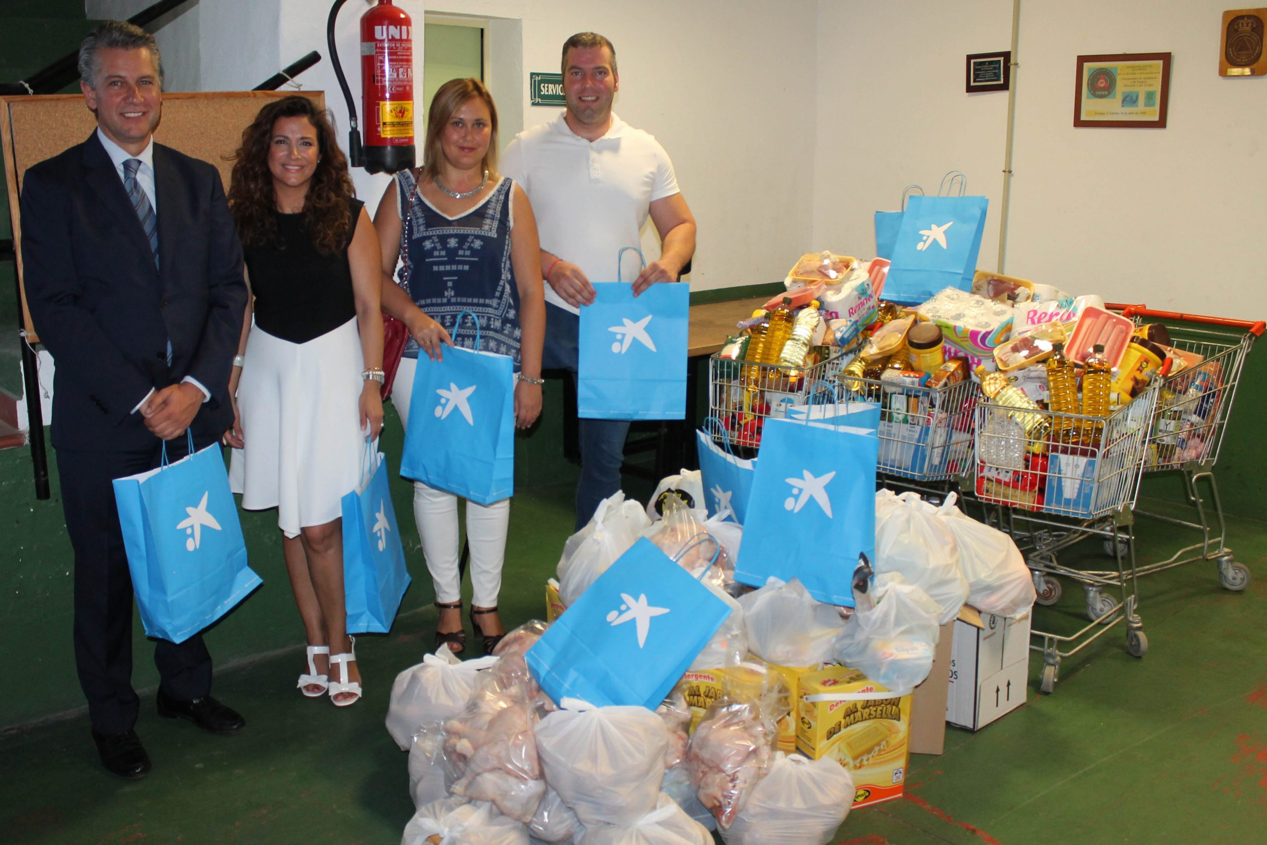 La Obra Social de La Caixa entrega 30 lotes de alimentos y  productos de hogar destinados a familias en riesgo de exclusión 1