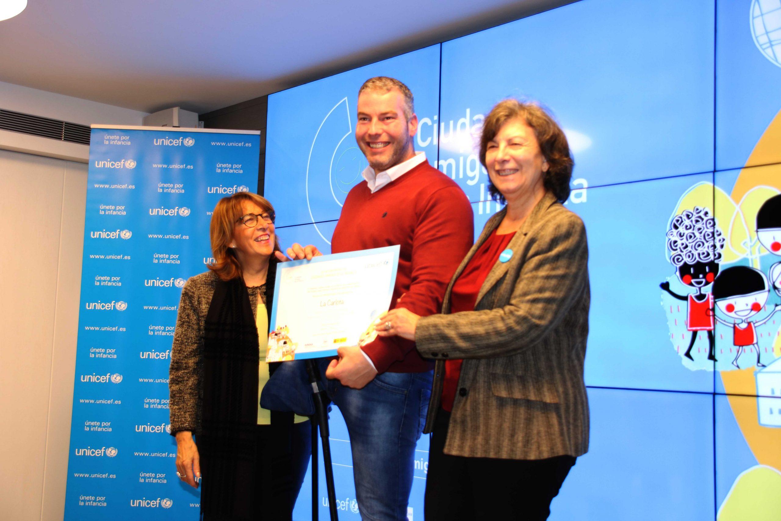 LA CARLOTA RECOGE EL SELLO CIUDAD AMIGA DE LA INFANCIA DE UNICEF EN SEVILLA 1